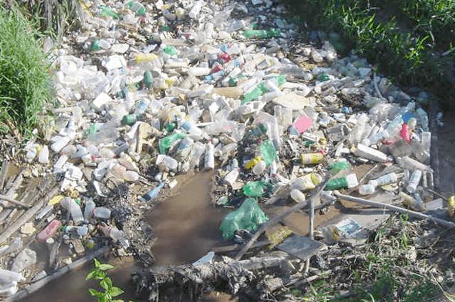 resíduo plástico