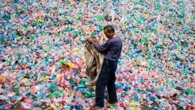resíduo de plástico